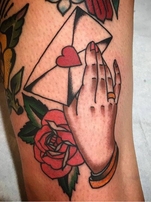 Tattoo of a hand by Dawn Cooke #DawnCooke #upperleg #leg #tattoosofhands #tattoohand #handtattoo #hands #fingers #color #traditional #letter #envelope #heart #rose