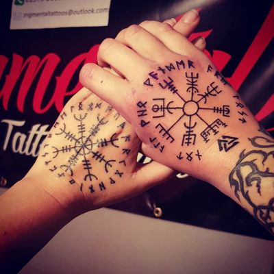 Norse / Viking Hand Tattoos #Viking #VikingTattoo #Norse #NorseTattoo #NorseMythology #Mythology #Aegishjalmur #HelmOfAwe #Protection #Symbol #Symbols #Vegvisir #Linework #LineworkTattoo #Hands #HandTattoo