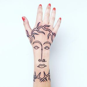 Unique tattoo by Paolo Bosson #PaoloBosson #surrealism #surreal #fauvism #cubism #abstract #abstractexpressionism #linework #illustrative #modernart #symbolism #blackwork #portrait #hand #thorn