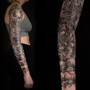#Tattoodo . . . #flowersleeve #flowers #jasonsextontattoo #peony #peonies #peonytattoo #rose #girlwithsleeve #girlswithtattoos #blackandgrey #tattooed #tattooedwomen #tattooed #sunandmoon #poppy