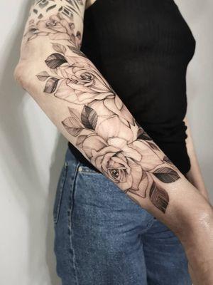 #rose #rosetattoo #fineline #finelinetattoo #flowertattoo #flowers #blackandgray #whipshaded #onlyblack #only3rl