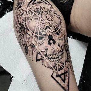 #skull #skulltattoo #tattoo #blackandgray #blackart #whipshaded #whipshading #skulls #geometry #geometrictattoos #chrysanthemums #chrysanthemumtattoo #inked