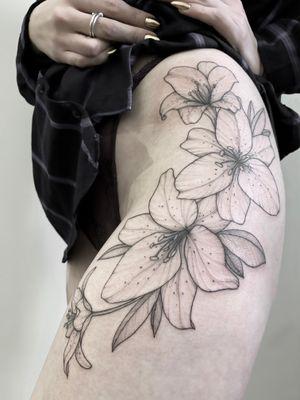 #flowers #flowerstattoo #floraltattoo #blackandgrey