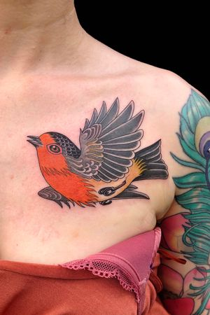 Little robin friend for Ceri! #robintattoo #birdtattoo #boldtattoo #delicatetattoo #femeninetattoo #semirealistictattoo #colortattoo