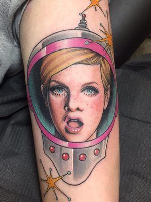 Twiggy tattoo by Heidi aka Heidrizo #Heidi #Heidrizo #Twiggy #twiggytattoos #modeltattoos #fashionmodel #model #fashion #1960s #60s #portrait #portraittattoos #forearm #arm #color