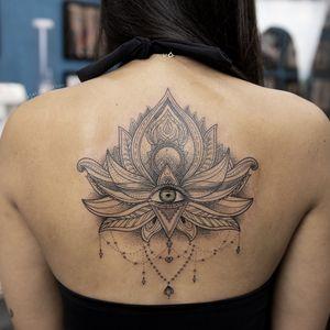 Lotus #lotustattoo #olhotattoo #lineworktattoo #ornamentaltattoo