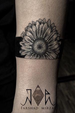 Flower by tattoo artist: farshad mirzai Tel: 09394621722 location: Tehran,Zaferanie #tehrantattoo #irantattoo