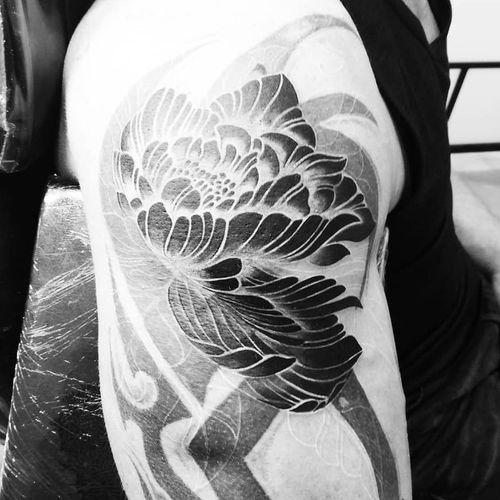 #Trachic Tattoo : Private tattoo studio in Brussels. #illustrative work #cover tattoo  #black work #fine art #best tattoo Brussels #tattoo artist #flower tattoo #dark tattoo