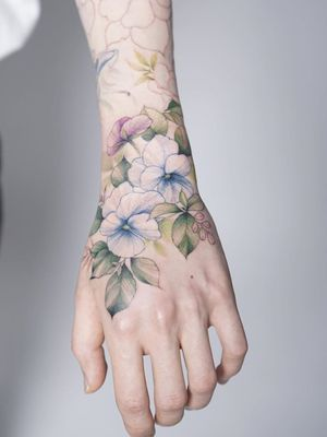 Hydrangea hand tattoo by Silo #Silo #tattooistsilo #flower #hydrangea #handtattoo - Top 10 Cities to Get Tattooed In #Seoul #tattooidea #tattoo #tattooart #vacation #travel #top10 #top10cities #gettattooed