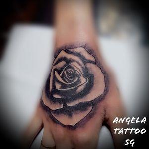 Had lotsa fun with fist tattoos.. Wish to do more designs as such too..!!! 💋💋🤙🏻🤙🏻🌹🌹 . . . . . . . . #sgtattoo #needlehearttattoo #singaporetattoo #tattoo #tattoos #tattooed #tattooink #inkedmag #singapore #japanesetattoo #sullenartcollective #tattoo_composition #lifestyle #tattoolifemagazine #tattooist #sunskintattoomachines #criticalpowersupply #stencilanchored #mickysharpz #tattooartist #angelatattoosg #irezumi #irezumicollective #狮城刺青 #tattoogirl #femaletattooartist #tattooer #rosetattoo #handtattoo