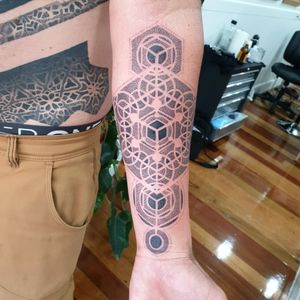 Fun! #tattoo #blackandgrey #mandala #dotwork #oakandirontattoo #brisbane #brisbanetattoo #blackworktattoo #blackwork #geometrictattoo #geometric #sydneytattoo #sydney #australiantattoo #ritalinpower #brisbaneartist #btattooing #brisbanetattooartist