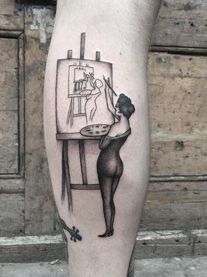 Artistic tattoo by Adam Vu Noir #AdamVuNoir #lowerleg #leg #portrait #lady #pinup #palette #painting #tattoosforartists #artistictattoos #fineart #art #artistic #create #creative #unique