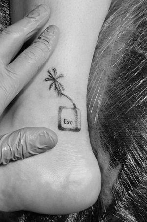 #mininal #mininaltattoo #smalltattoo #tinytattoo #dotwork #dots #palmtreetattoo #palmtree #esc #Escape #exotic #ExoticTattoo #thessaloniki #bishoprotary #bishop #inkedgirl #inkedup #tattooart #tattooartist #greekTattooArtist