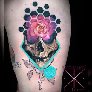 Colorful tattoo by Chris Rigoni #ChrisRigoni #upperleg #leg #thigh #skull #realism #abstract #newschool #rose #leaves #colorfultattoo #colorful #color #vibrant