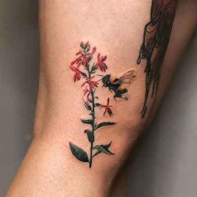 #flower and #bee tattoo by Monikka #colortattoo