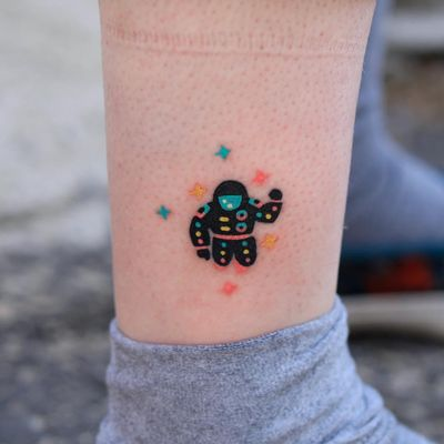 Colorful tattoo by Zzizzi #Zzizzi #handpoke #ankle #lowerleg #leg #nonelectrictattooing #stickandpoke #astronaut #stars #space #colorfultattoo #colorful #color #vibrant