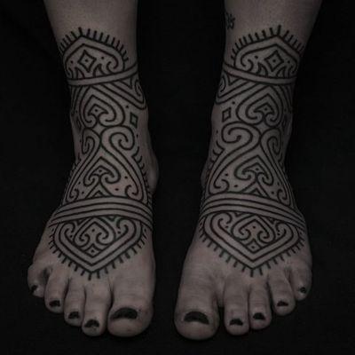Foot tattoo by Clinton Lee #ClintonLee #blackwork #linework #tribal #neotribal #foot #dotwork #pattern #ornamental #tattoodo #tattoodoapp #tattoodoappartists #besttattoos #awesometattoos #cooltattoos