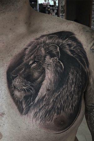 Lion custom tattoo #tattoooftheday #tattooartist #liontattoo #blackandgraytattoo #tattoo #tattoos