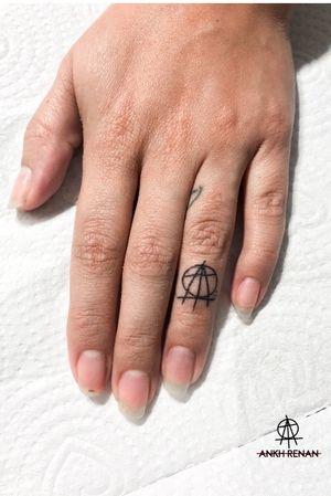 Ring tattoo - feita por @ankhrenan