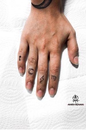 Fingers tattoo - feita por @ankhrenan