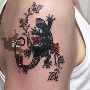By Kirstie Trew • KTREW Tattoo • Birmingham, UK 🇬🇧 #floraltattoo #lizardtattoo #birminghamtattoo #birminghamuk