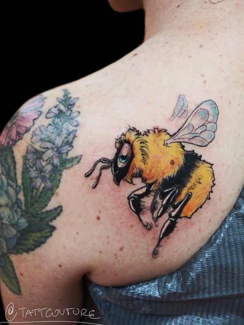 @breathingcanvas #neotraditional #beetattoo #tattooideas #shouldertattoo