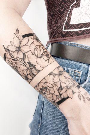 #crushonline #floral #flowers #flowerstattoo #bracelet #nature #tattoogirls