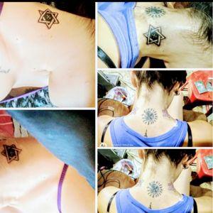 Suastica central con el toque personal de mi tatuador Cobos Y las dos estrellas aladas aún suasticaa también pero de origen hindú