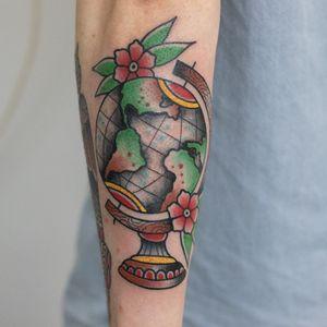 #globe #tattoo #oldschooltattoo #traditionaltattoo #oldlines #boldlines