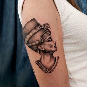 #egyptian #egyptiangoddess #egyptianbeauty #snaketattoo #snakebite #egyptiantattoo #tattoogirl #girlswithtattoos #tattoooftheday #tattoodo