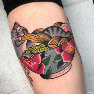 Cat tattoo by Iris Lys #IrisLys #Cattooer #cattattoos #cat #kitty #animal #petportrait #bff #color #traditional #ramen #noodles #food #leg