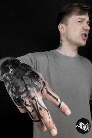 #handtattoos #handtattoo #calligraphytattoo #calligraphy #cover #coverup #fingertattoos #om #warsaw #trashpolka #ink #trash #letteringtattoo #lettering #letter #BlackworkTattoos #blackworktattoo #blackwork #DarkArt #darkartists #dark