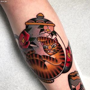 Cat tattoo by Iris Lys #IrisLys #Cattooer #cattattoos #cat #kitty #animal #petportrait #bff #color #traditional #teapot #peony #leg