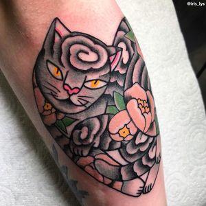 Cat tattoo by Iris Lys #IrisLys #Cattooer #cattattoos #cat #kitty #animal #petportrait #bff #color #traditional #peony #tattooedtattoo #Monmoncat #flower #heart #leg