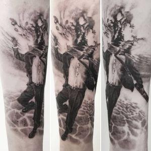 You don't need mind #underwater . Realistic black and grey tattoo done at @dixiemeartmonaco Skin: @ale300736 Material: #cheyennehawkspirit #silverbackink #hustlebutterdeluxe #barberdtscartridges --- #realistictattoo #tattooportrait #surrelistictattoo #tattoosurrealism #hyperrealisticpainting #hyperrealistictattoo #businessman #tattoomonaco #monacolifestyle #monacotattoo #montecarlotattoo #inkedmag #tattooidea #tattoomeaning #bestrealistictattoos #besttattooartist #bngtattoo #blackandgreytattoo