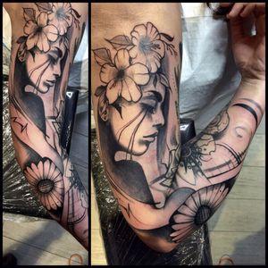 #tattoodo #tattooartist #tattooabstract #abstract #design #girl #flowers #tattoo #blackwork #lines #face #portrait #tattoowork #tatouage #luxembourg #ink