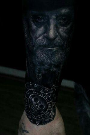Pirate of the caribbean. Tattoo realistic black y grey #PiratesoftheCaribbean #tattooart #tatuaggiorealistico #blackandgreytattoo #realistictattoo
