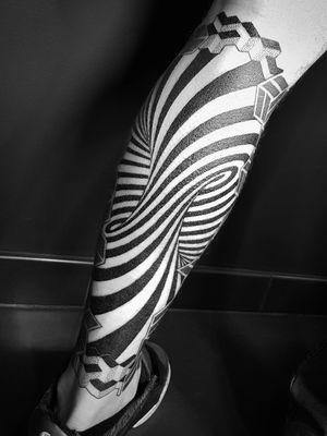 #legtattoo #spiral #spiraltattoo #opticalillusion #opticalillusiontattoo #opart #dotworktattoo #dotwork #blacwork #blackworktattoo #geometric #geometrictattoo #geometry #sacredgeometry #sacredgeometrytattoo #psychedelic #psychedelictattoo #trippy #tattooedmen