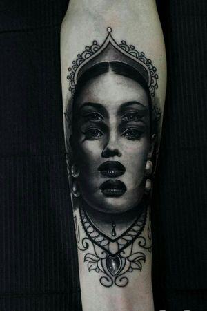 Double face. Black and grey surrealismo tattoo. #tattooart #surrealism #tatuaggiorealistico #tatuaje #facetattoo #blackandgreytattoo