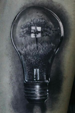 Surreal tattoo black and grey #lightbulb #surreal #surrealtattoo #surrealtattoos #tattooart #tattooblackandgrey #blackandgrey #blackandgreytattoo #ink #inkmaster #tatuaggiorealistico #tatuaggio #tatuaje #tatuagem #tatuaje