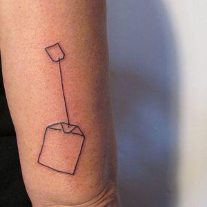 #teabag #teabagtattoo #LineworkTattoos #linework #lineworktattoo #fine-line #print #hamburg #qttr
