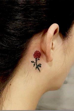 🌹 #rose #rosetattoo #behindeartattoo #redrose #redrosetattoo #smalltattoo