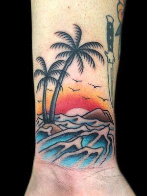 #beachtattoo #oldschooltattoo #traditionaltattoo #tattoo #tatuagem #tatuagemoldschool #tatuagemtradicional #sunsettattoo