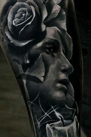 Virgin realistic Tattoo.. #blackandgrey #blackandgreytattoo #realistic #realism #realismtattoo #virginmary #tatuaggiorealistico #tatuaggio #rosestattoo #inkmaster #blackAndWhite #religiontattoos #mistic