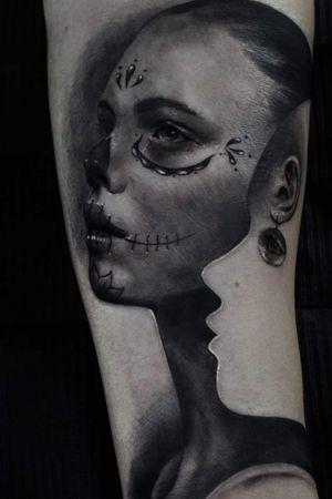 Santa Muerte realistic tattoo Black and Grey.. #santamuerte #santamuertecatrinatattoo #catrinatattoo #chicanostyle #surrealism #surrealtattoo #mexicantattoo #blackandgreytattoo #blackandgrey #blackandwhiteink #tatuaggiorealistico #tatuaggio #ink #inkmaster