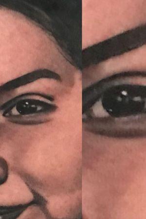 Detalle del retrato de una de las hijas sobre el pecho del gran Nico.