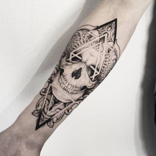 #skull #skulltattoo #tattoo #blackandgray #blacktattoo #mandalatattooart #blacktattoo #onlyblack #only3rl #dotworktattoo
