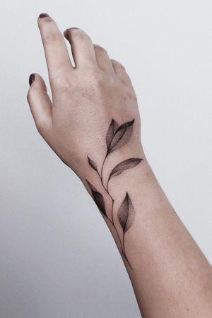 #tattoo #minsktattoo #graphic #floraltattoo #floral #tomagematoma #linework #freehand #finelines #amsterdamtattoo #dotwork #dotworktattoo #tattoominsk #barcelonatattoo #tattoobarcelona #hamburgtattoo #hamburg #berlin #bertintattoo #tattooberlin #kievtattoo