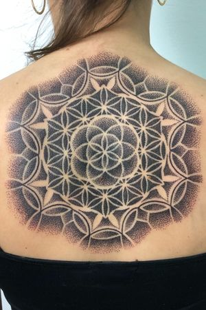 Diseño exclusivo ,geometria dotwork