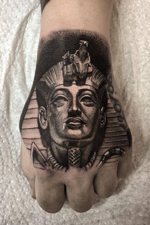 Egyptian king black & Grey #berlin #egyptian #blackandgrey #blackandwhite #inked #handtattoo #skinart #베를린타투 #블랙엔그레이